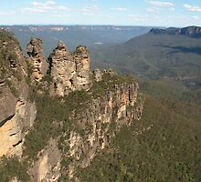 Blue Mountains with Three Sisters by Bob Hardy
