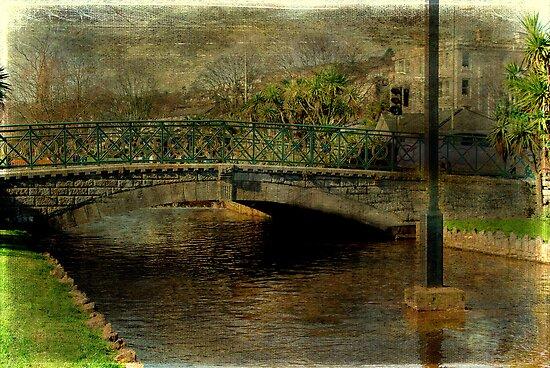 Jubilee Bridge by Catherine Hamilton-Veal  ©