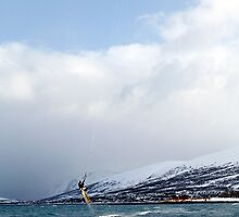 Kiting by the arctic shore by Frank Olsen