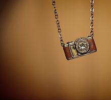 camera necklace by weglet