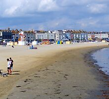 Family at Weymouth Beach. Dorset UK by lynn carter