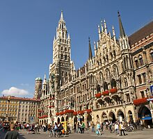 Neues Rathaus, Munich, Germany by Lee d'Entremont