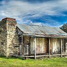 Historic hut by Kutay Photography