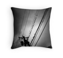 starling he screams in black and white Throw Pillow