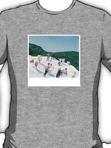 SEVENTEEN - BOYS BE. T-Shirt