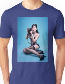 """Freeze"" Pin up Girl  Unisex T-Shirt"