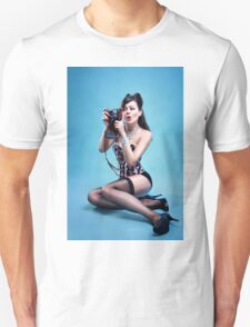 """Freeze"" Pin up Girl  T-Shirt"