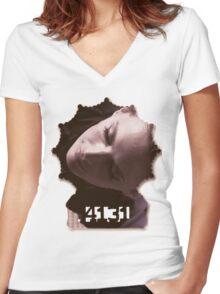 Kate Beckett's badge Women's Fitted V-Neck T-Shirt