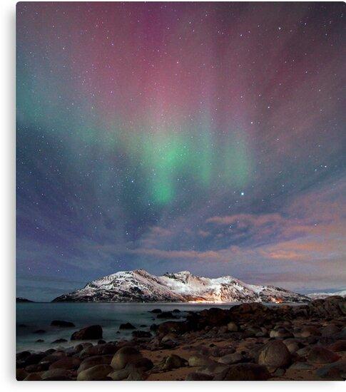 Aurora Borealis at the beach by Frank Olsen