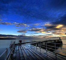 Whitby Pier by dephoto