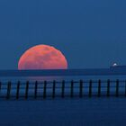 moon rises by lurch