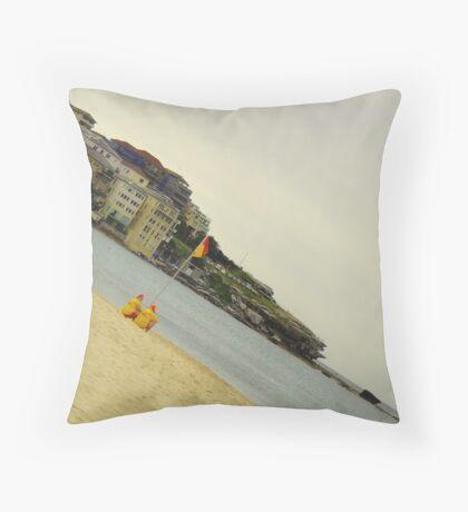 Aussie icons Throw Pillow