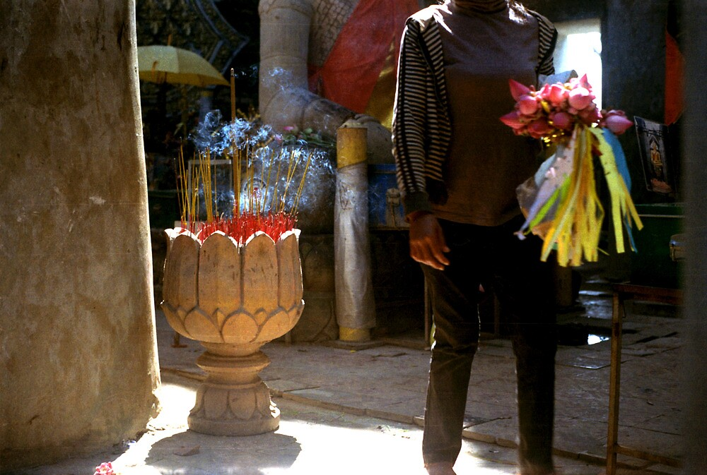 anonymous gift, oudong, cambodia by tiro