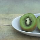Kiwi fruit by Iris Lehnhardt