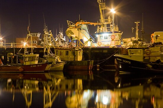killybegs at night by conalmcginley
