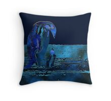 Penguins - Mother with baby Throw Pillow