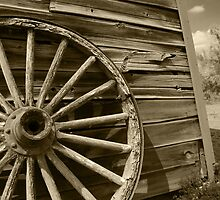 Wagon Wheel - Photographer: Johnny by Taylor Arrazola Photography