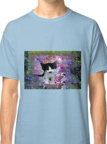 Black and white kitten in a wonder world tee Classic T-Shirt