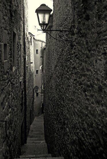 Narrow alley in Girona by Esther  Moliné