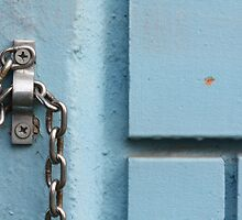 bright chain in blue by fabio piretti