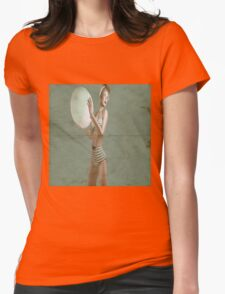 Retro beach babe - distressed Womens Fitted T-Shirt
