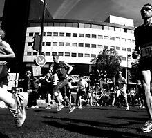 Paris - Marathon 2011. by Jean-Luc Rollier