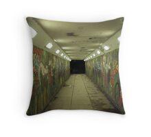 psycho subway Throw Pillow