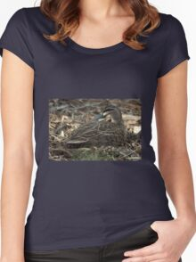 The masked duck - cleverly camouflaged Women's Fitted Scoop T-Shirt