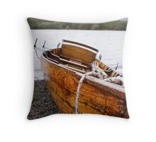 vera - rowing boat Keswick Throw Pillow