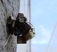 Locks left at Brooklyn Bridge by contradirony