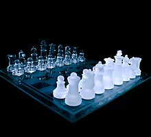 Glass Chess Set on Black by Zunazet