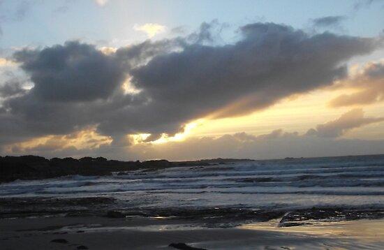 Rough Sunset at Greens Beach by CallumPoke