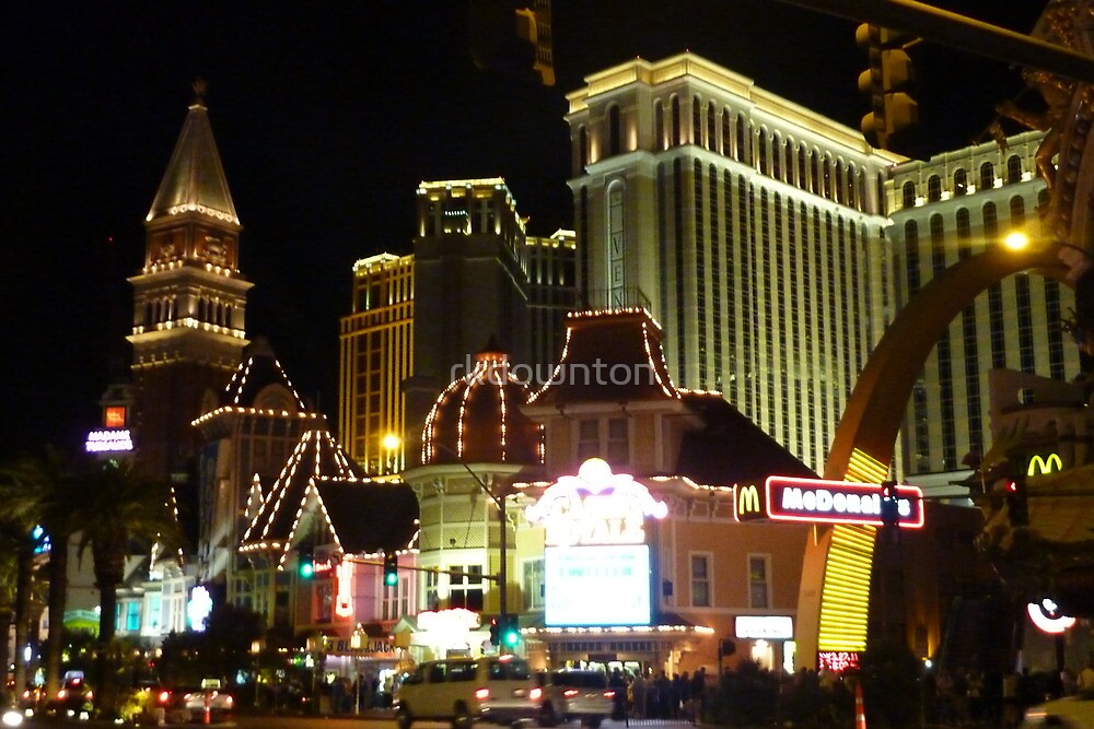 Las Vegas Strip at night by rkdownton