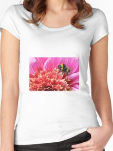 Bee on Dahlia Women's Fitted Scoop T-Shirt