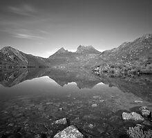 Lake Dove/Cradle Mountain by tinnieopener
