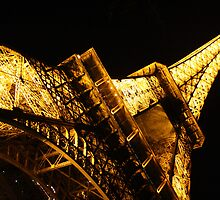 A Towering Eiffel by ikor