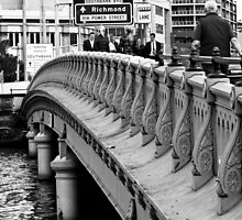 Queen's Bridge, Melbourne by Helen Barnett