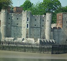 Upnor Castle by mike  jordan.