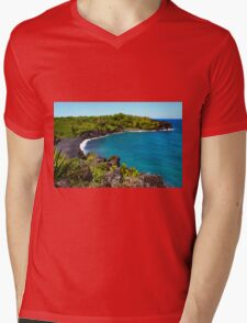 Waianapanapa Beach in Maui, HAWAII Mens V-Neck T-Shirt