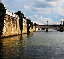 Fleuve La Seine, Paris, France by Yannik Hay