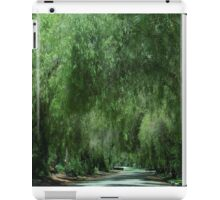 Elegant Weeping Willow Trees....... iPad Case/Skin