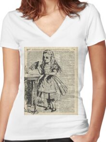 Alice in the wonderland Drink Me  Women's Fitted V-Neck T-Shirt