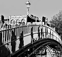 The Ha'penny Bridge, River Liffey, Dublin, Ireland by Andrew Jones