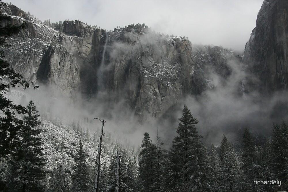 Ribbon Falls by richardely