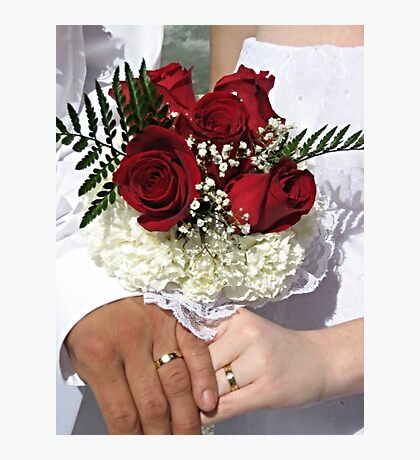 Red roses and wedding rings Photographic Print
