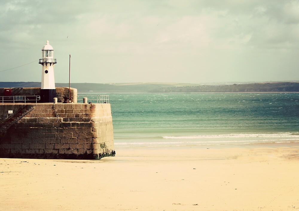 St Ives' Harbour by lorrainem