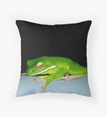 Hanging Out - green tree frog Throw Pillow