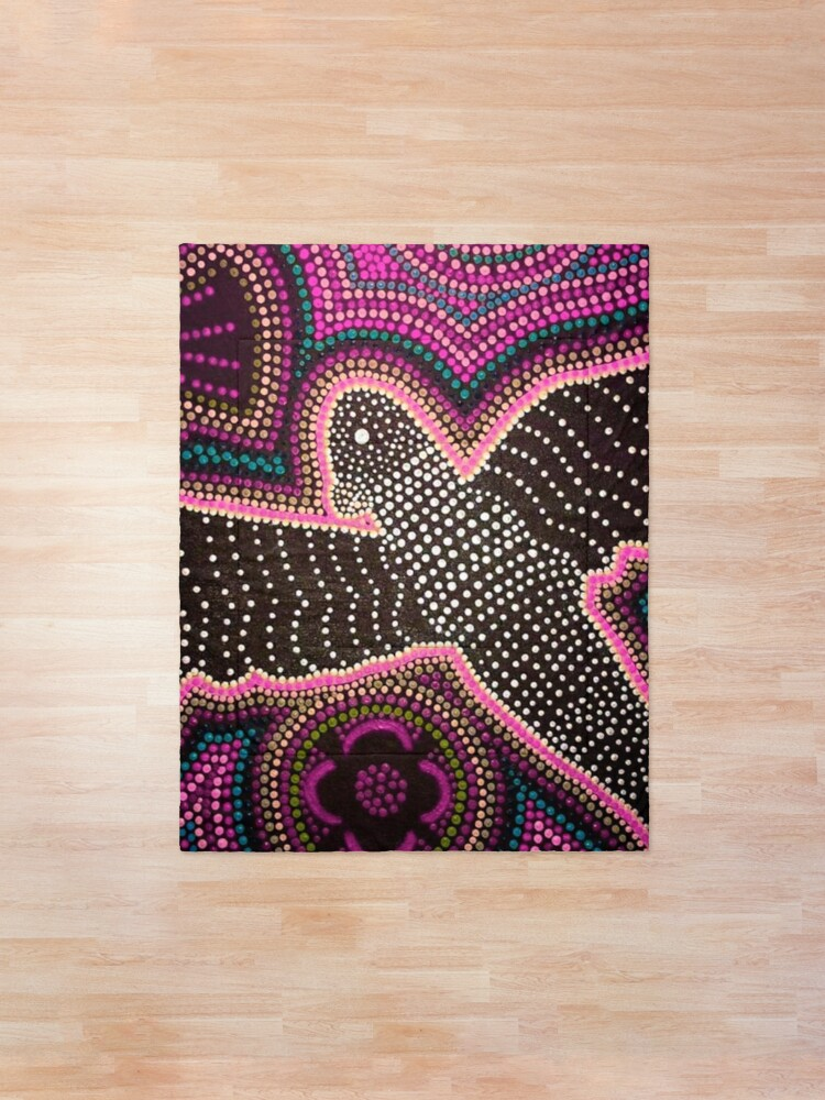 Alternate view of Black cockatoo - pink dreaming  Comforter