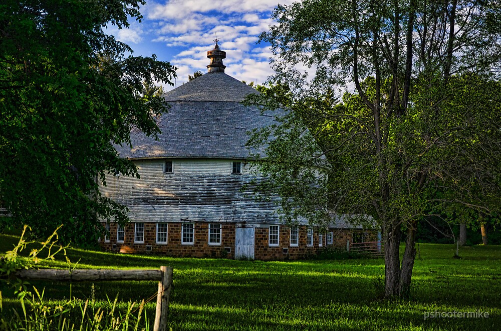 Round Barn by pshootermike