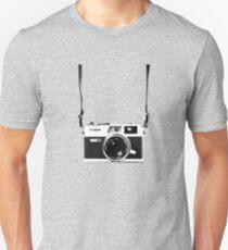 Vintage 35mm Rangefinder Camera Canon Canonet QL17 GIII Slim Fit T-Shirt